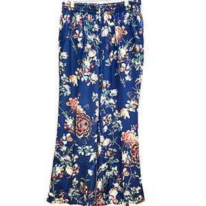 Zara Floral pajama trousers in blue!